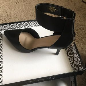 Nicole Miller black heels NM CARTY